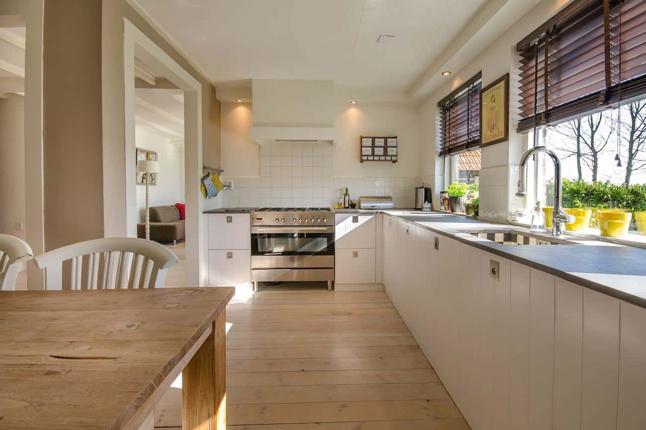 Kitchen design with cream coloured paint